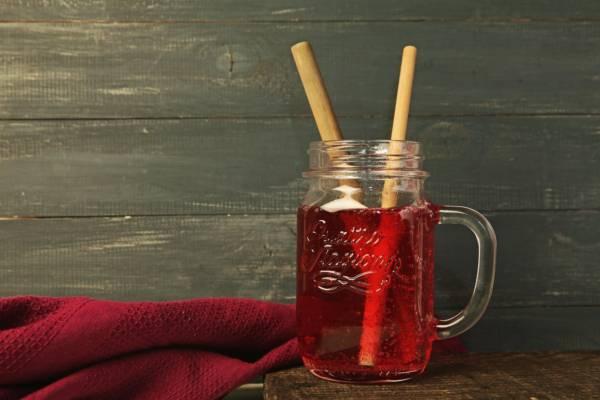 трубочка бамбуковая в стакане