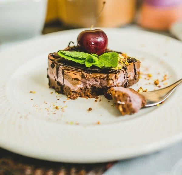 Пирожное Вишня в шоколаде без сахара raw без глютена сыроедческое
