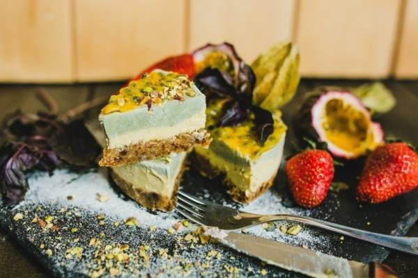 Торт Rawcake маракуйя-базилик без сахара raw
