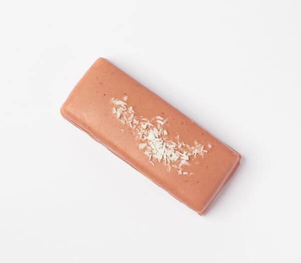 RAW Кокосовый батончик в малиновом шоколаде